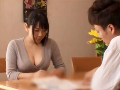 巨乳の美人妻が家庭訪問に来た変態教師に強引にレイプパコされて無慈悲な中出し