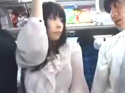 巨乳妻が電車内で変態男に痴漢されるも久々チンポにアヘイキ昇天!