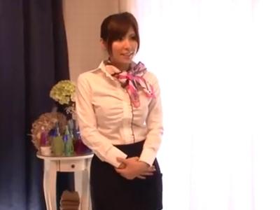 フェロモンムンムンなマッサージ嬢が客のチンポに跨がり素股抜き