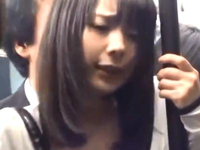 電車内で変態リーマンにパコられ声も出せずに悶える美少女OL