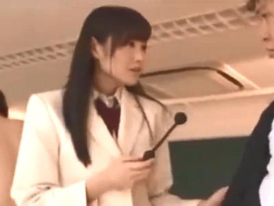 クラス一可愛い美少女JKが放課後の教室で同級生と3P!