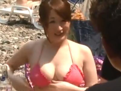 「誰か来ちゃうよぉ」キャンプ場で知り合った爆乳女子大生と野外パコ!