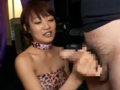 「チンポびくびくしてきたね♪」痴女お姉さんの本気手コキでザーメン発射