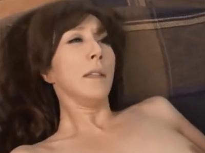 もう数年間Sexしていない熟女妻が久しぶりのチンポ相手にマジイキ