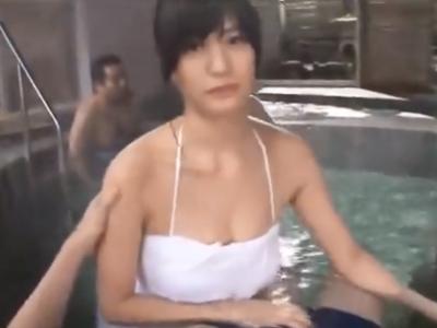 「ここじゃバレちゃうよ…」混浴でこっそり巨乳美女と濃厚ファック