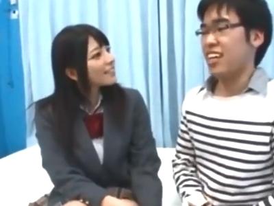 「卒業できたね」上原亜衣がオタクっぽい童貞を優しく筆おろしw