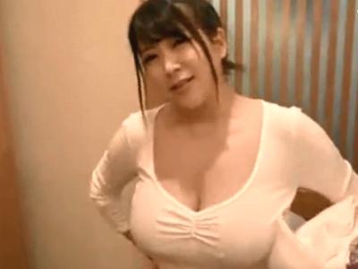 圧倒的スライム乳を持つ美女の浴室でのフェラ抜き奉仕