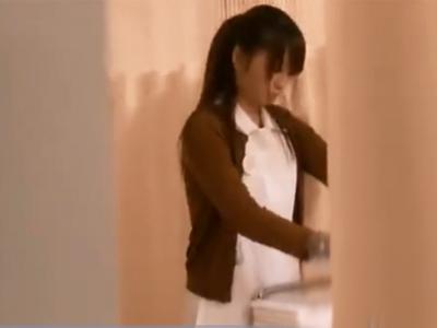 看護師のお姉さんが真面目に仕事する姿に欲情して襲い掛かりレイプパコ