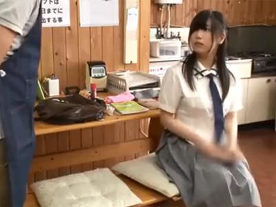 魔が差して万引きしてしまった美少女JKが店長にハメられて強制アクメ