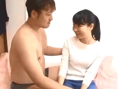 「中に出してっ」母乳が飛び出る若妻の自宅でAV撮影!