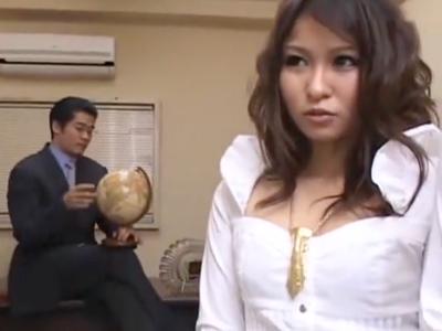 ギャル系美少女がおっさんにチンポ挿入されて熟練のテクでイカされて悶絶