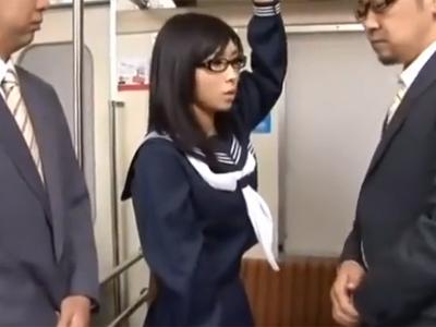 眼鏡の似合う美少女JK娘が欲情した男に強引に犯されて抵抗できずマジパコ