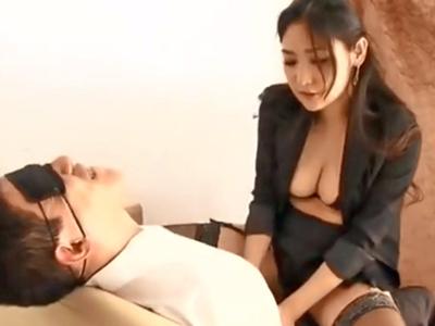 M男チンポを圧殺巨乳と極上手コキで容赦なくぶっこ抜く痴女