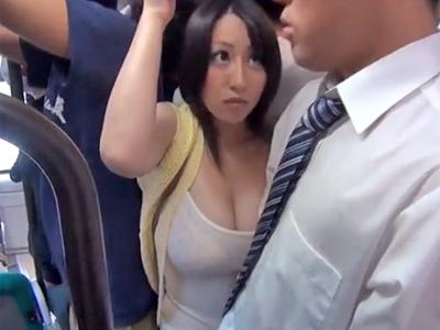 バス内で変態リーマンに痴漢されるも体が正直に反応してしまう巨乳妻w