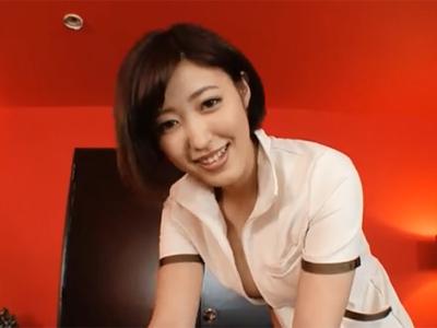 笑顔でチンポフェラ→騎乗位腰振りで生中出しさせてくれる美女