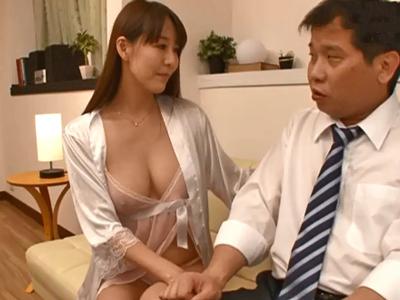 仕事で疲れた旦那の部下を誘って中出し不倫に導くとんでもない巨乳妻