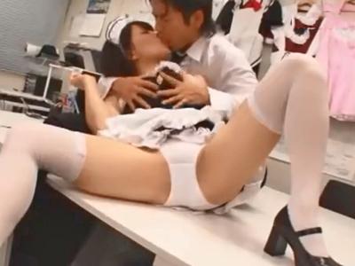 優しいフェラと膣コキでご主人チンポをパイ射させてくれる巨乳メイドさんw