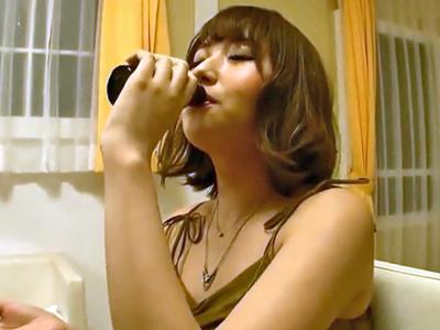 「んほぉすごぃぃ!」媚薬3Pで激ピスされて痙攣ガチイキ晒す美少女