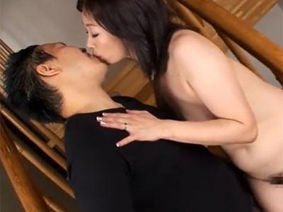 完熟ボディのムチムチ熟女妻が数年ぶりのチンポを前に狂乱アクメ