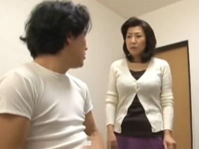 息子のオナニーを目撃してしまった淫乱熟女が我慢できずに近親相姦パコ
