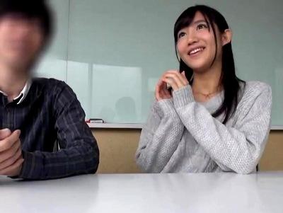 美少女過ぎる素人彼女が彼氏の目の前で罰ゲーム→中出し種付け!