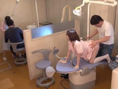 施術よりもエロいことに勤勉な歯科衛生士→自分が台に乗っかって入れられる側にw