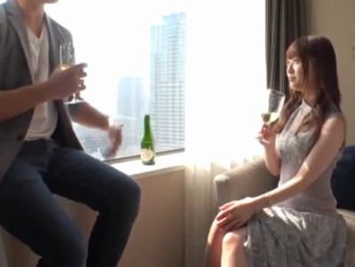 「ぅう!ウッ奥…逝っちゃぅう~♥」ワインが似合う美女が膣奥ノックで狂ったいようにイキ乱れ