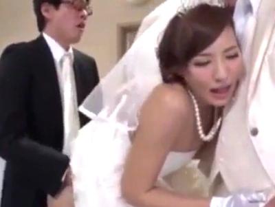 「お父さん…挿れて♡」結婚式会場で始まる公開近親相姦w花嫁も親戚も見ている中で証明される壮大な家族愛