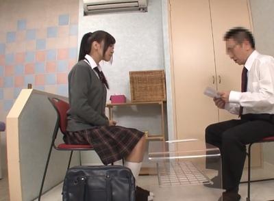 リフレバイトの面接にきた女子校生がその場で実践講習受けさせられて…ぶっかけ生本番!