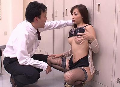 「いったい…どうなって」寝て起きたら美人上司の体と入れ変わり!好き放題女体を試してパコ三昧