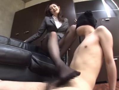 「これどうされたいの?ん?」新しく配属された秘書がド痴女!社長にもきついS語で主導権を握るw