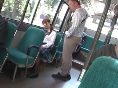 バスで寝ている下校中JKに狙いをつけて…声の出せない状況で無慈悲な調教レイプ!