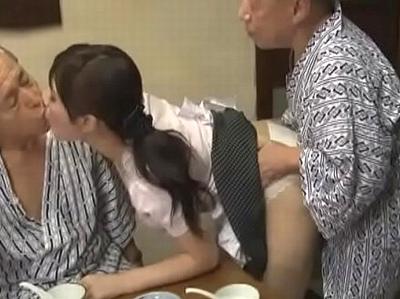 「もうお義父さんたちったら♡」介護している絶倫義父兄弟に毎日体を弄ばれる巨乳妻