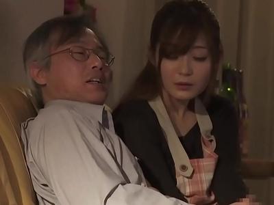 「夫の…ためなら…」夫の再就職のためにクズオヤジに顔射される美人妻さん