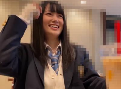 笑顔が可愛すぎるリアル女子校生とラブホで個人撮影