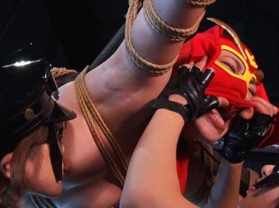 【人妻パンチラ】泥酔でエロい巨乳の人妻若妻の、パンチラプレイがエロい!