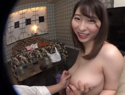 「チクビ勃っちゃった…」歌〇伎町の素人は一味違う!余裕で裏オプ本番しちゃう巨乳美女