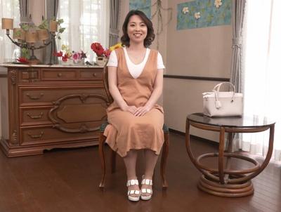30歳のリアル若妻さんが…隠し持った超乳を曝け出してAVデビュー!