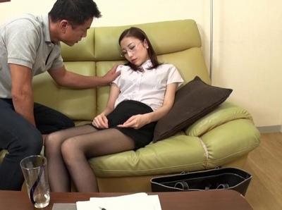 人妻が家庭教師が昏睡薬を入れられて…イラマ調教させられメスブタ扱い!